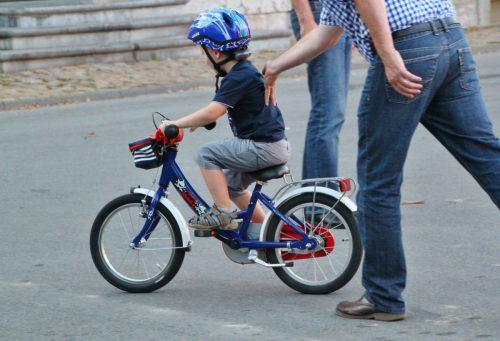 dieťa na bicykli